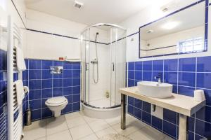 Ein Badezimmer in der Unterkunft Alt pension