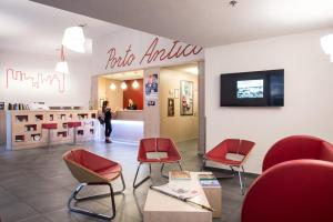 The lobby or reception area at Best Western Porto Antico