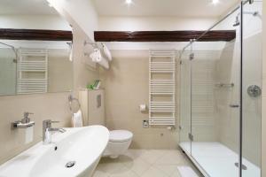 A bathroom at Hotel Historia & Historante