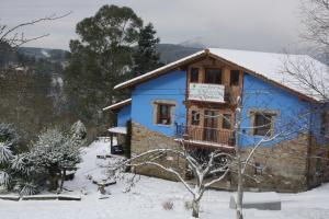 Casa Rural Ecológica Arrizurieta during the winter