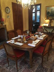 Restaurant ou autre lieu de restauration dans l'établissement Le Manoir de La Gravière