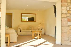A seating area at 3 Bedroom House Near the City Centre