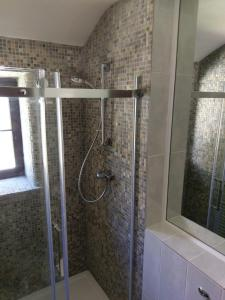 A bathroom at The Old Piggeries