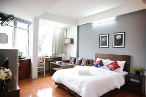 A bed or beds in a room at V-Studio Apartment 2