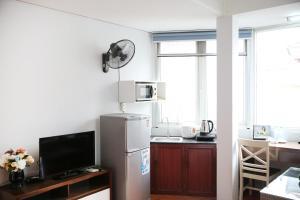 A kitchen or kitchenette at V-Studio Apartment 2