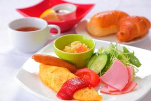 Breakfast options available to guests at Hotel Claire Higasa