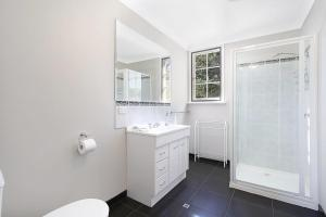 A bathroom at River Verse - On the Ovens