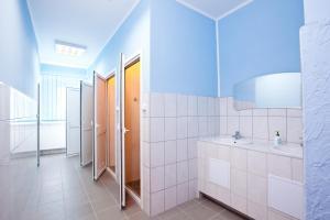 A bathroom at Pilgrim Hostel