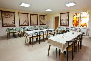 A restaurant or other place to eat at Pilgrim Hostel