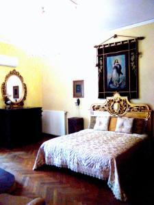 Łóżko lub łóżka w pokoju w obiekcie Napoli Retro