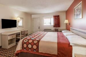 A bed or beds in a room at Super 8 by Wyndham Athens TX