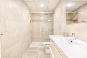 A bathroom at iloftmalaga Carretería