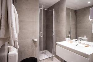 A bathroom at La Résidence