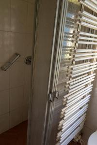 Ein Badezimmer in der Unterkunft House M