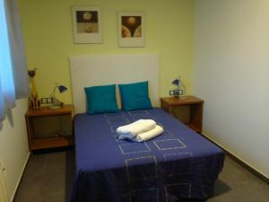 A bed or beds in a room at Livingirona Apartments
