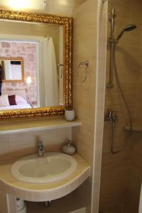 A bathroom at Villa Sigurata
