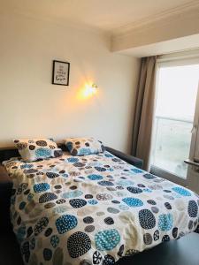 A bed or beds in a room at Zeedijk22Nieuwpoort