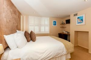 A bed or beds in a room at Brightonwave