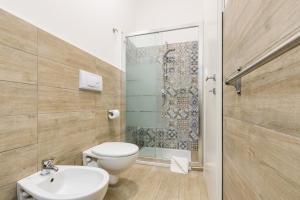 A bathroom at Jukebox & Rooms B&B