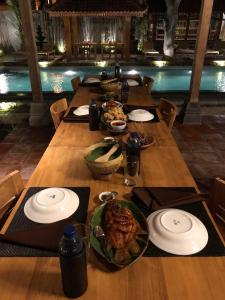 A restaurant or other place to eat at Rumah Dharma 3 Grha Timoho