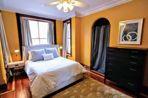 A bed or beds in a room at 1305 Northwest Rhode Island Apartment #1076 Apts