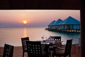A restaurant or other place to eat at Diamonds Athuruga - All Inclusive