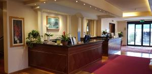 The lobby or reception area at iH Hotels Padova Admiral