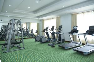 The fitness center and/or fitness facilities at Araliya Green City