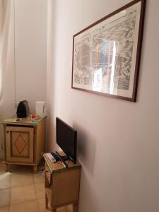 Uma TV ou centro de entretenimento em Lovely Apartment In Venice