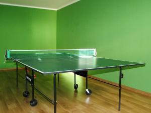 Stalo tenisas apgyvendinimo įstaigoje Penzión Biela Voda arba netoliese