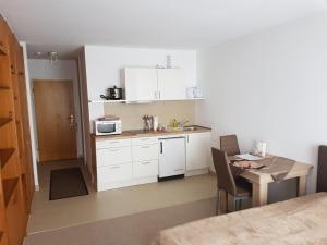 A kitchen or kitchenette at Apartment Nr 2 in Stuttgart Stadtmitte
