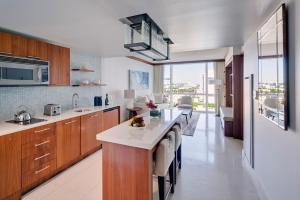 A kitchen or kitchenette at Carillon Miami Wellness Resort