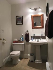A bathroom at Cloudside Hotel