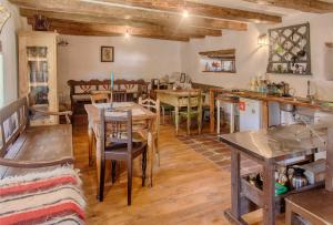 A restaurant or other place to eat at Dominic Boutique - Casa Mare