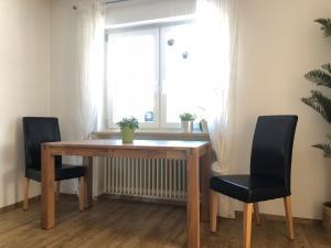 Ein Sitzbereich in der Unterkunft Ferienwohnung Föhrenweg