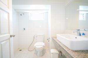 A bathroom at Romance Hotel Sukhumvit 97