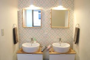 A bathroom at J-Hoppers Osaka Guesthouse