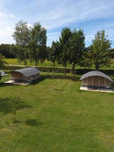 Ein Garten an der Unterkunft Country Camp camping Auf Kengert