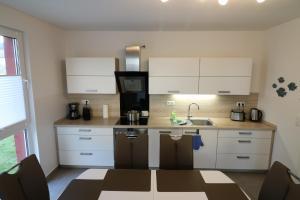 A kitchen or kitchenette at Stadthafen