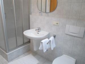Ein Badezimmer in der Unterkunft Pension Anna
