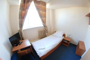A bed or beds in a room at Hotel Stacja Kutno