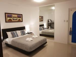 A bed or beds in a room at D´Gecko Hotel