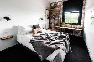 Sydney Park Hotel tesisinde bir odada yatak veya yataklar