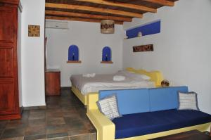 Säng eller sängar i ett rum på Panteli Beach Hotel