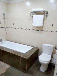 A bathroom at Hotel de L'Avenue - Tana City Centre