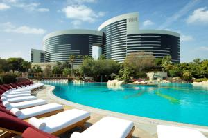 The swimming pool at or close to Grand Hyatt Dubai