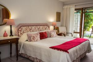 A bed or beds in a room at Milkwood Country Cottage