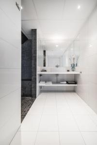 A bathroom at Malangen Resort