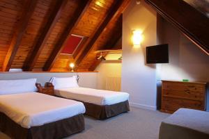 Llit o llits en una habitació de Hotel Vilagaros