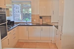 A kitchen or kitchenette at St Margarets